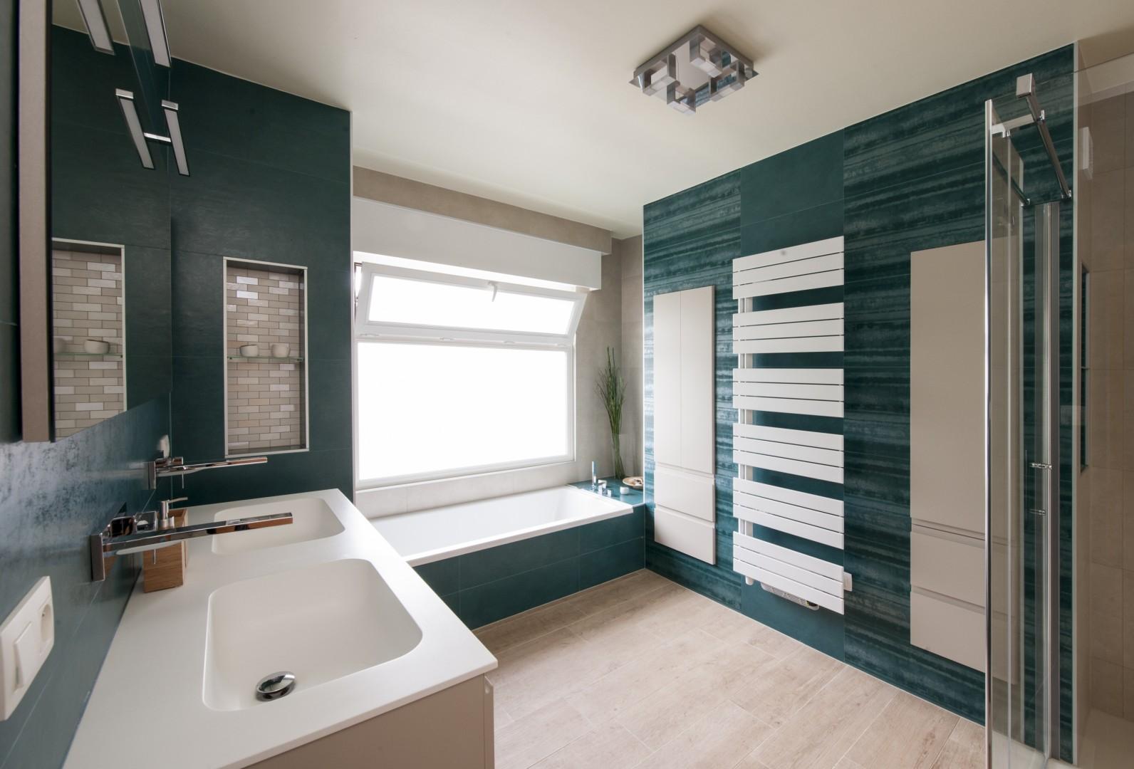 Assemblage de couleurs turquoise et bois cr ations gillet for Gillet carrelage