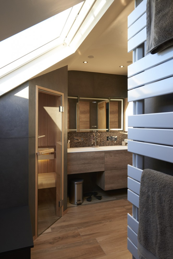 salle de bain avec sauna bien tre dans la salle de bain with salle de bain avec sauna awesome. Black Bedroom Furniture Sets. Home Design Ideas